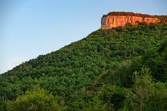 Les montagnes s'approchent du Chufut-chou frisé Bakhchisaray Crimée Photos libres de droits