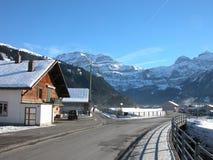 Les montagnes suisses s'approchent de Lenk Images libres de droits