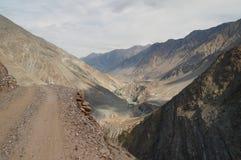 Les montagnes sur le chemin aux prés féeriques, Pakistan du nord Photographie stock libre de droits