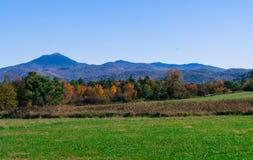 Les montagnes vertes du Vermont dans l'automne photo libre de droits