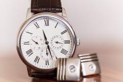 Les montres-bracelet des hommes Photos stock