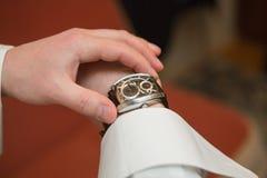 Les montres-bracelet des hommes Photo libre de droits