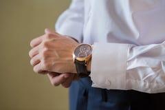 Les montres-bracelet des hommes Images libres de droits