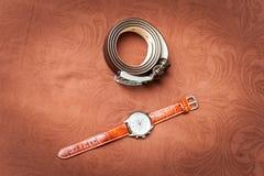 Les montres-bracelet et la ceinture des hommes Photos libres de droits