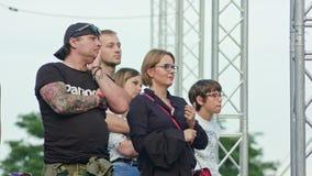 Les montres Mattatoio Sospeso de foule exécute l'exposition photo libre de droits