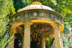 Les monuments en parc de ville photos libres de droits