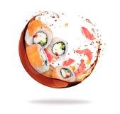 Les morceaux de sushi avec éclabousse de la sauce de soja sur le fond blanc Images stock