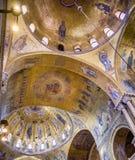 Les mosaïques de plafond de la coupole du sud du ` s de Léonard à l'intérieur du ` s Basilcia de St Mark Photo stock