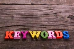 Les mots-clés expriment fait des lettres en bois Photo stock