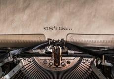 Les mots de bloc du ` s d'auteur ont dactylographié sur une machine à écrire de vintage photographie stock libre de droits