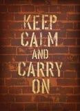 Les mots gardent le calme et continuent. Image libre de droits
