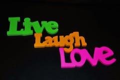 Les mots inspirés de la vie heureuse ont arrangé sur un fond noir Images libres de droits
