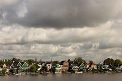Les moulins à vent endigue des barrières sur la Mer du Nord Peterson Hollandes photo libre de droits