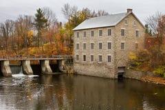 Les moulins du ` s de Watson à Ottawa un matin d'automne s'allument photos stock