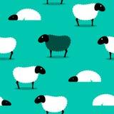 Les moutons noirs parmi les moutons blancs couvrent de tuiles le fond Photographie stock libre de droits