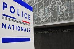 Les Mureaux, Frankrijk - april 8 2016: politiebureau stock foto's