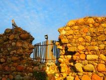 Les murs antiques de la forteresse à l'arrière-plan Photo stock
