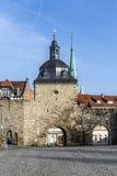 Les murs de centre urbain avec le Frauentor dans le ¼ de MÃ hlhausen photos libres de droits