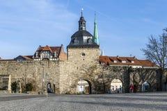 Les murs de centre urbain avec le Frauentor dans le ¼ de MÃ hlhausen image libre de droits