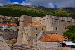 Les murs de ville de vieux Dubrovnik photo libre de droits