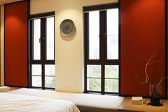 Les murs rouges de la chambre à coucher Image libre de droits