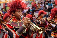 Les musiciens de bande jouent la trompette pendant l'exposition annuelle de bande en laiton photographie stock