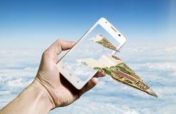 les notes de Cent-rouble se sont pliées sous forme d'avions pilotant le franc images stock
