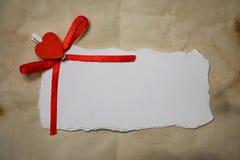 Les notes et le coeur blancs d'amour de papier de feuille forment Images stock