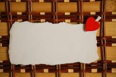 Les notes et le coeur blancs d'amour de papier de feuille forment Photo libre de droits