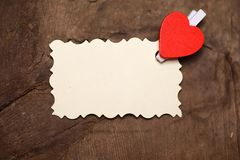 Les notes et le coeur blancs d'amour de papier de feuille forment Photographie stock libre de droits