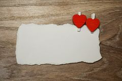 Les notes et le coeur blancs d'amour de papier de feuille forment Photo stock