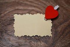 Les notes et le coeur blancs d'amour de papier de feuille forment Image libre de droits