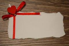 Les notes et le coeur blancs d'amour de papier de feuille forment Images libres de droits