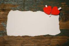 Les notes et le coeur blancs d'amour de papier de feuille forment Photographie stock