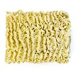 Les nouilles de Ramen instantanés asiatiques crues ont isolé la vue supérieure Photo stock