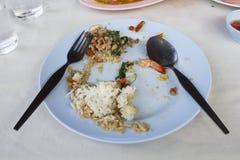 Les nourritures dans le plat ont été mangées par l'homme, fini, mangé Photos stock