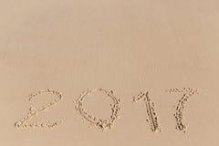 Les nouvel 2017 ans se connectent un sable de côte Photo libre de droits