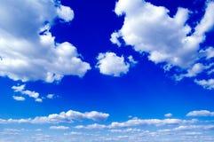 Les nuages. Image stock