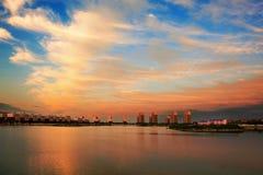 Les nuages de coucher du soleil du lac de yandu Image libre de droits