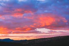 Les nuages de rouge photographie stock