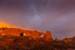 Les nuages et la pluie de tempête dramatiques en parc national de voûtes abandonnent Photo stock