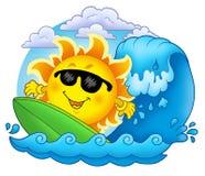 les nuages exposent au soleil surfer Photo stock