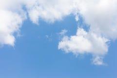 Les nuages sur le bluesky Photographie stock libre de droits
