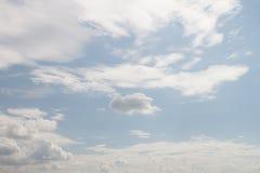 Les nuages sur le ciel photo stock