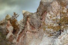 """Les nuances roses fantastiques d'une partie du phénomène """"mariage en pierre """"- un de roche des merveilles de la Bulgarie image libre de droits"""