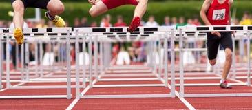 Les obstacles sprint dans l'athlétisme Photographie stock