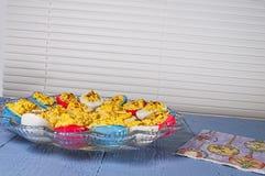 Les oeufs de Deviled, Pâques ont coloré Photographie stock libre de droits