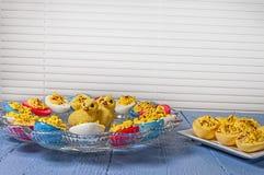 Les oeufs de Deviled, Pâques ont coloré photo libre de droits