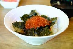 Les oeufs de poisson saumonés, ikura mettent, nourriture japonaise Images libres de droits