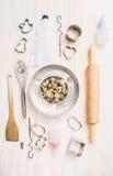 Les oeufs et la Pâques de caille font la sélection cuire au four d'outils Photographie stock libre de droits